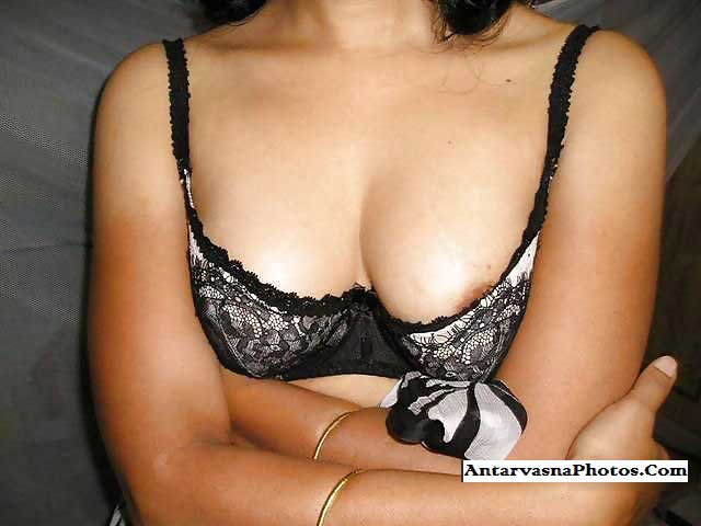 Desi Indian sister striptease pics