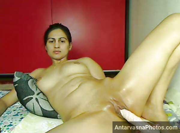 Horny bhabhi ki wet chut me dildo - Antarvasna desi sex photos