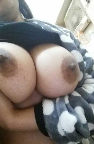 Indian housewife bhabhi ke boobs ka photo
