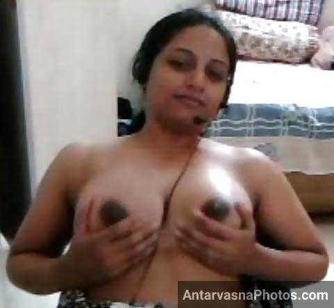 Hot bhabhi sex chat me boobs ko daba rahi he