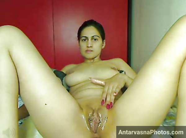 Kalpana bhabhi webcam par apna bhosda khol ke baith gai