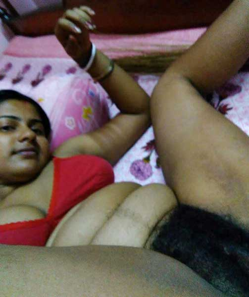 Kanpur wali hot bhabhi ki hairy chut ka photo