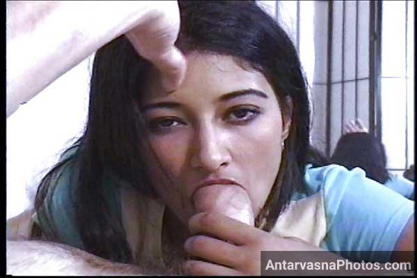 Mota lund chusti hui sexy Indian pornstar Nadia ke pics