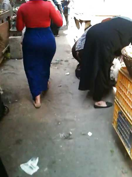 Market me ghumti hui aunty ki big ass ke pics liye