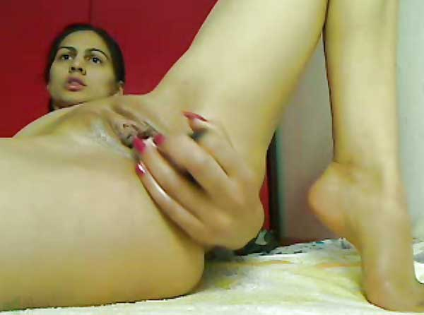 Wet chut me bhabhi ne dildo ghused liya