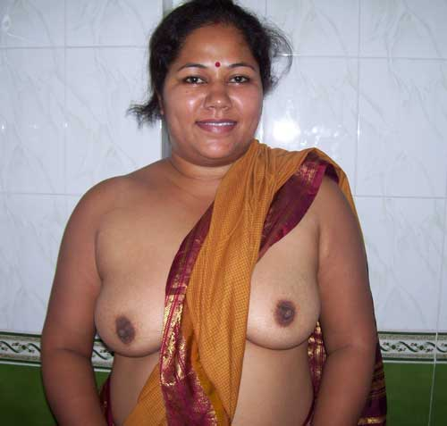 Desi milf Indu aunty ke hot saree photos