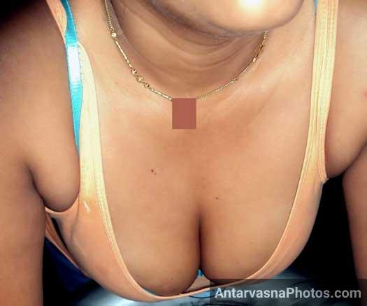 Tuition wali didi ke hot pics me uske boobs