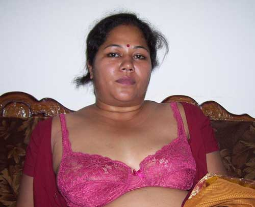 Big boobs wali Indian milf ke hot saree pics