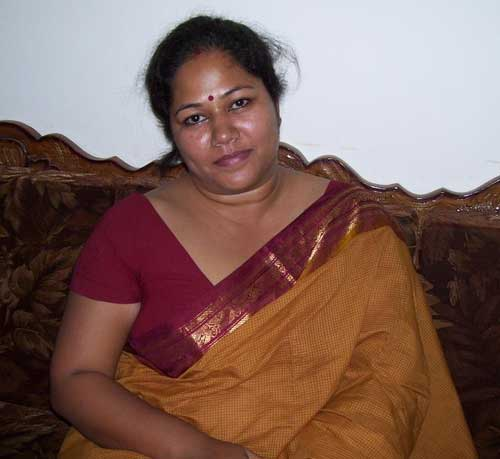 Mere mummy ki saheli Indu aunty ke sexy pics