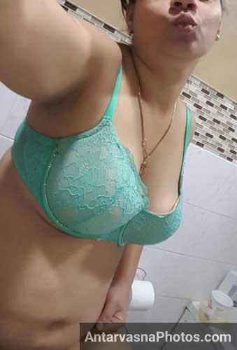 Alag alag angle se mummy ke boobs ke hot pics