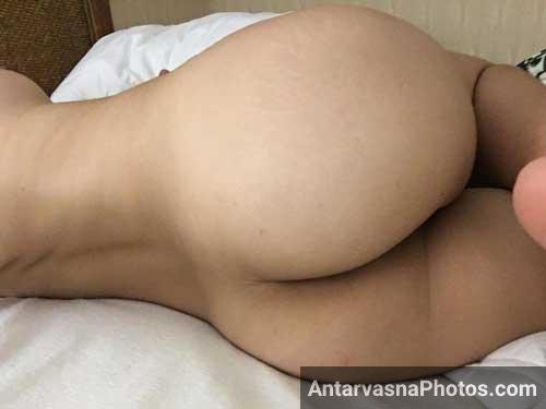 Nude bhabhi ne apni big gaand ki selfies li