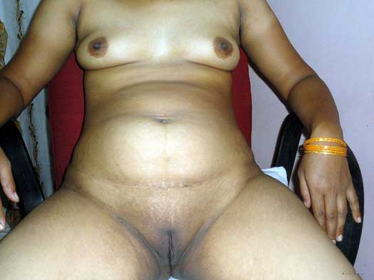 Postwoman Rahda ne nange ho ke apni Indian chut dikhai