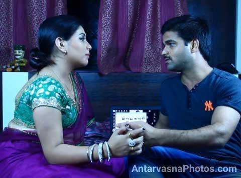 Romantic bhabhi baith gai dewar ke paas