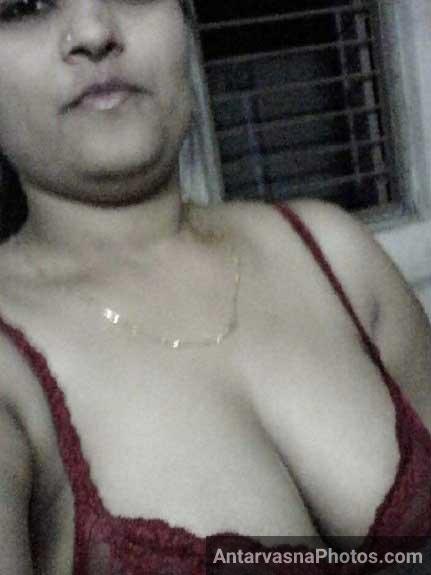 Aunty ji ke boobs red bra me qaid he
