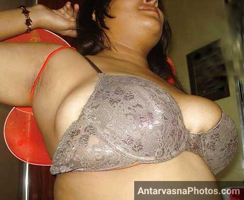 Bhabhi ke bade boobs bra ke andar