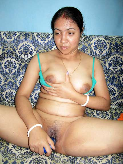 Big boobs wali savita bhabhi ke hot masturbation pics