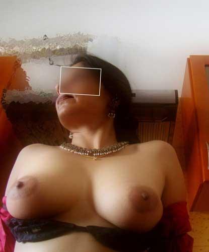 Big boobs wali sexy aurat ke hot pics