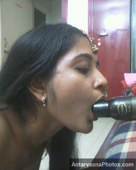 Sexy gujju bhabhi lund ke jaise bottle chus rahi he