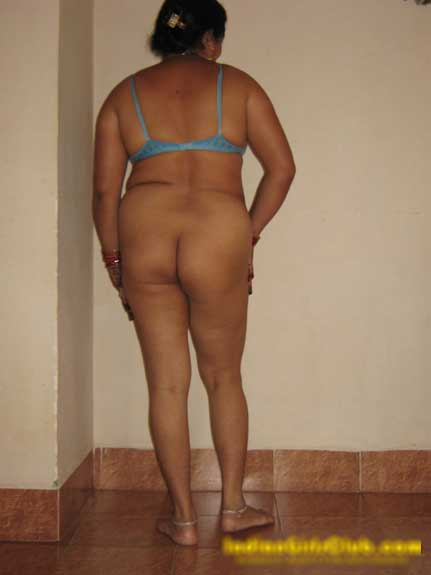 Chudai ke lie ready hui Punjabi aunty ki big ass ke pics