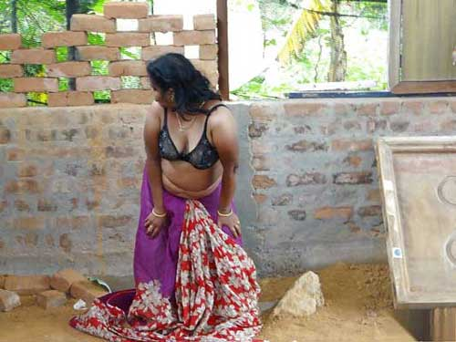 Farmhouse par kamwali aunty ne nanga nach kiya mere lie