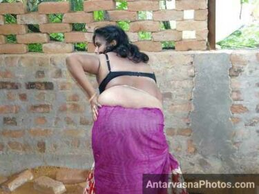 Saree wali aunty ne gaand hila ke nude dance kiya - Indian hot pics