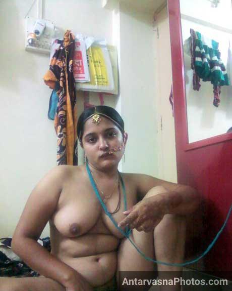 Horny Mangla bhabhi maje se boobs khol ke baithi he