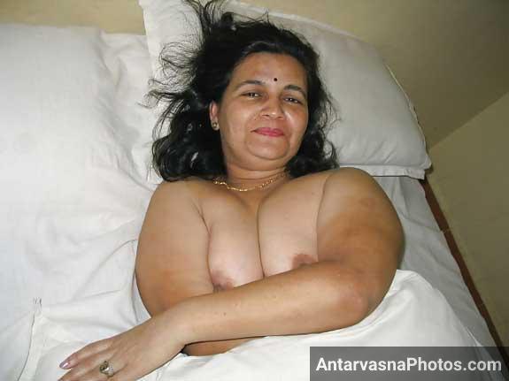 Bank manager aunty ko nanga kar ke bed me litaya