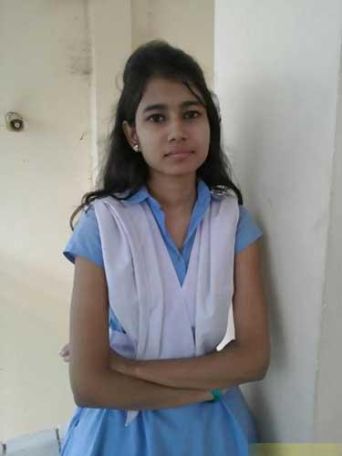 Indian schoolgirl apne lover ke sath flat par aa gai