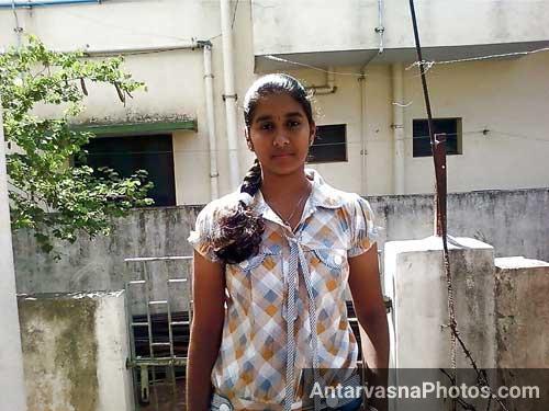 Sexy Mallu girl Rajni ne lover ko ghar par bula liya