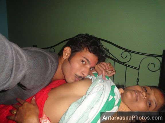 Mature bhabhi ke kapde utha ke bobe chuse