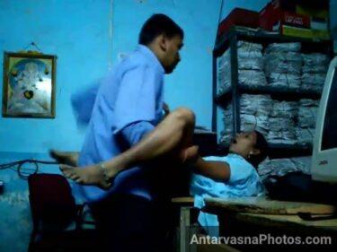 Office ke table par Soniya ki marathi chut chodi - Indian office sex pics