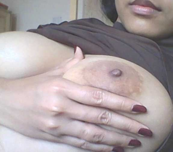 Meri padosan aunty ke bade boobs ke pics