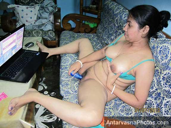 Savita bhabhi ne apni chut me blue dildo daal ke hastmaithun kiya