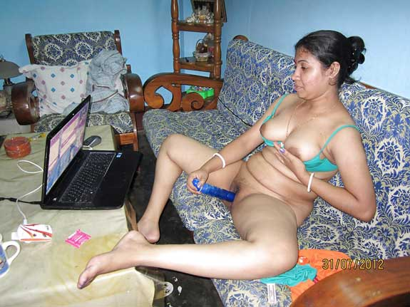 Porn dekh ke hot Indian bhabhi ne masturbation kiya