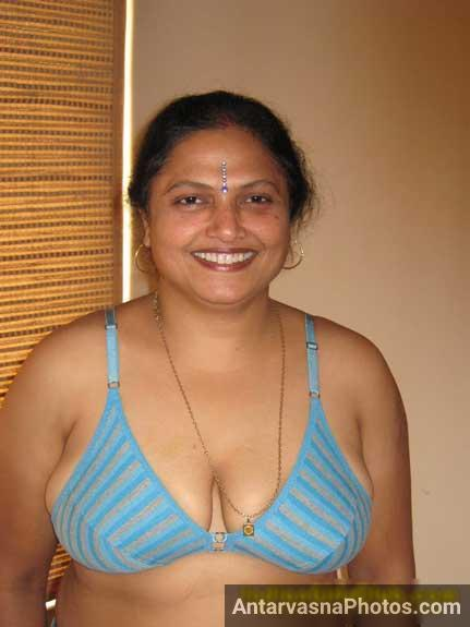 Punjabi aunty ke big boobs bra ke andar