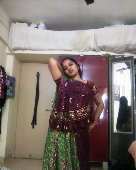 saree-me-hot-mangla-bhabhi
