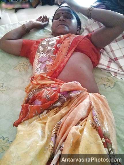 Saree ke andar Bihari aunty ka sexy badan - Desi sex pics