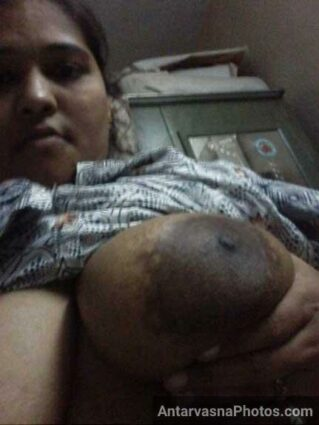 Nangi selfie me hot village aunty ke bade boobs