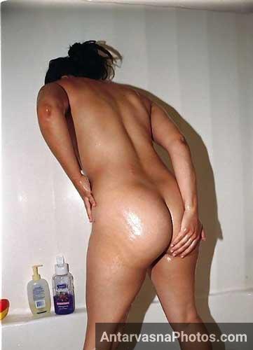 Apni sexy gaand dikhate hue Mona bathroom me nude ho gai - Punjabi girl sexy pics