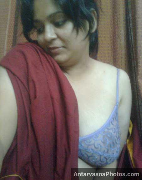 Sexy Indian bhabhi webcam sex me badi bindast he