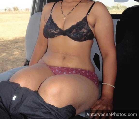 Indian aunty ji apne pant khol rahi he car ke andar