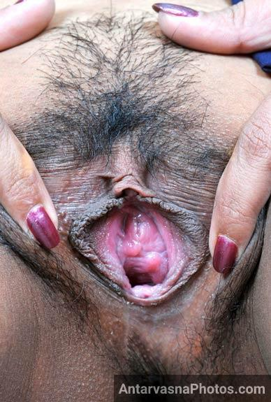 Saxy sali ne apna hairy bur khola jija ke lie - Indian sex pics