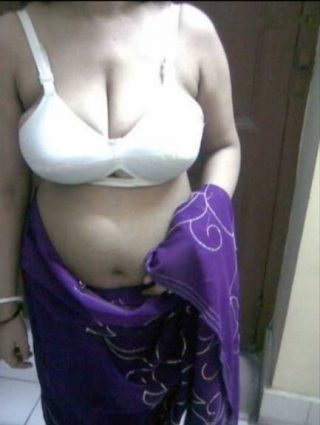 Madam ki Indian bra - Saree wali desi teacher ke hot pics
