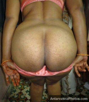 Mami ne desi gaand dikhai panty kholte hue - Indian desi sex pics