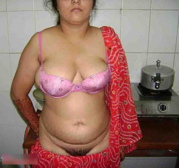 Meri hot mummy ki hairy chut ke pics - Desi chut chudai photos