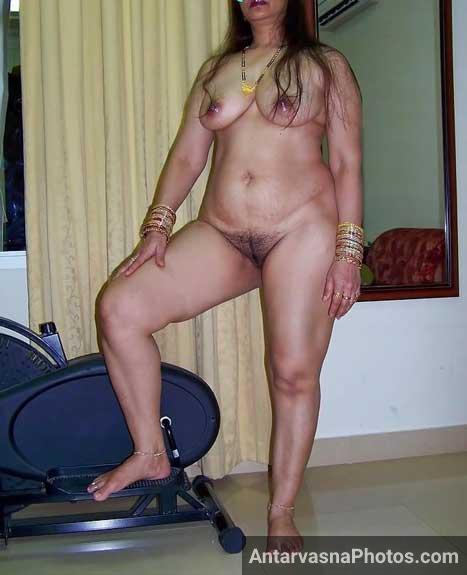 Nurse bhabhi ne apna bhosda khol ke dikhaya