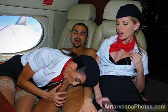 Plane ke andar airhostess ne blowjob diya