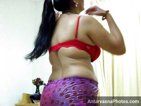 Sajan ke lie saji hui bhabhi ki sexy red bra