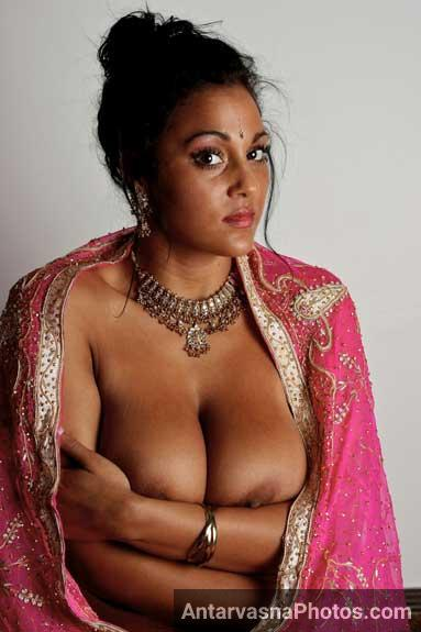 Indian aunty sexy boobs