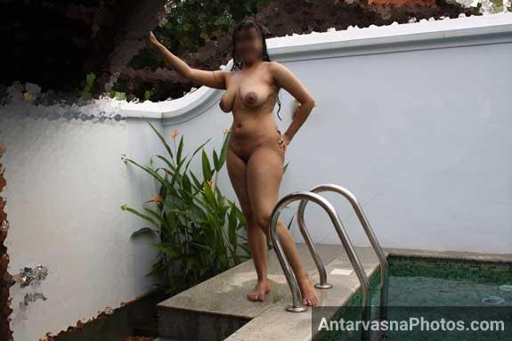 Sexy aunty showing her busty boobs and pussy in swimming pool. These Tamil sex pics will make you erect and hot